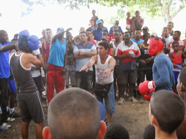 Pelea clandestina de jóvenes en Arroyo Naranjo por unos CUC.  ¿Cómo decía a usted que se valora a un pueblo...